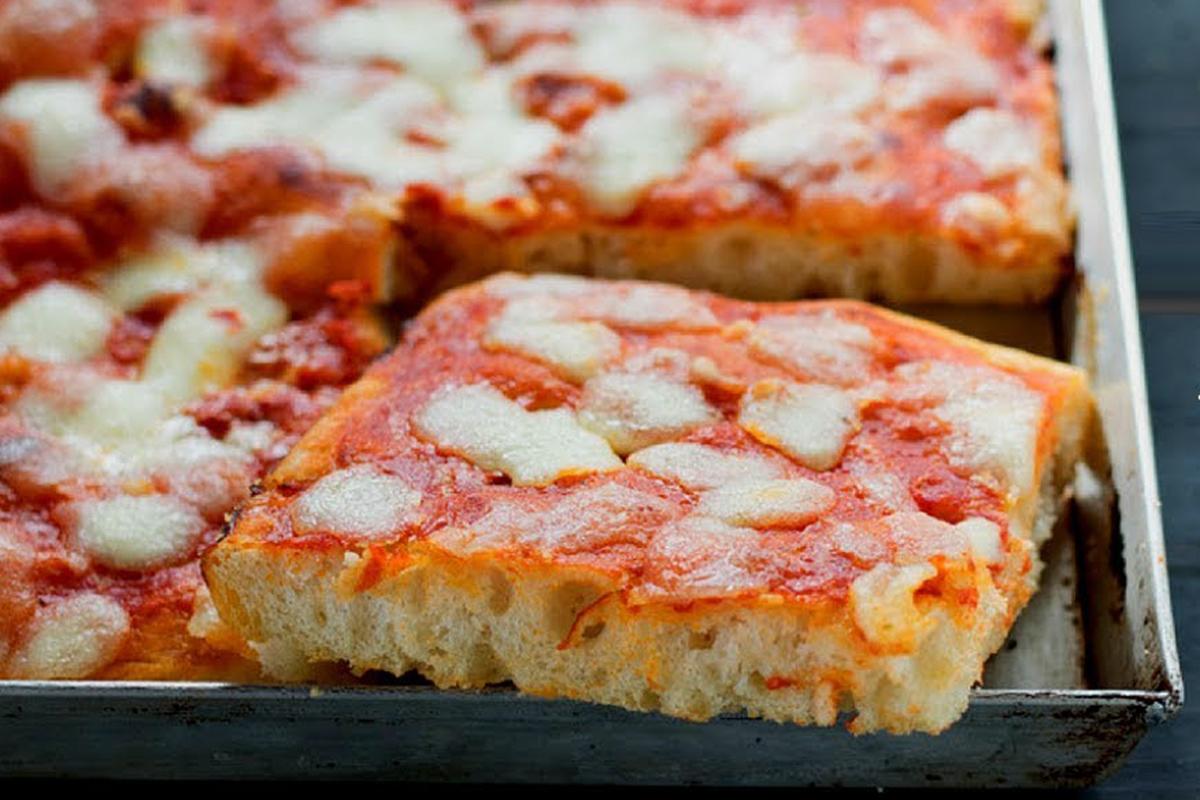 Pizzaiuolo per un giorno a casa tua: la Pizza in teglia